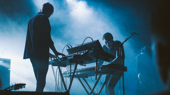 5 Tips for Independent Musicians on Booking International Gigs
